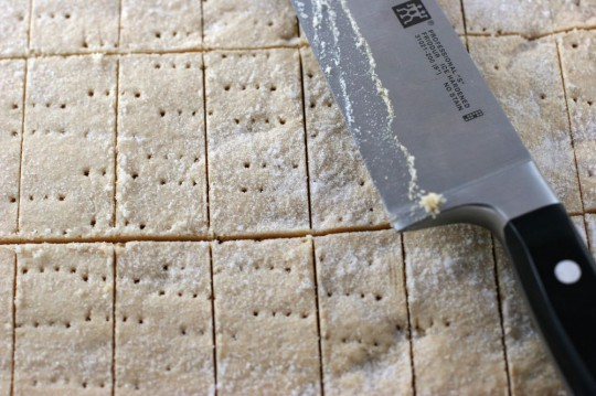 Cutting shortbread cookies