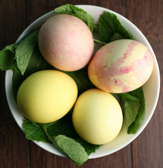 How to naturally dye easter eggs