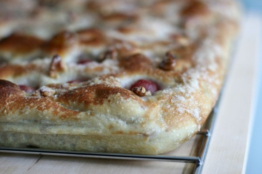 grape-focaccia_side