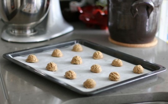 sesame-cookies-sheet